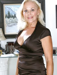 Totally naked blonde milf..